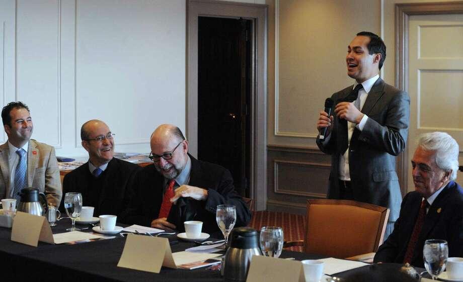 San Antonio Mayor Julián Castro hails the decision of TV Azteca America to add its second U.S. television station in San Antonio. Photo: Billy Calzada / San Antonio Express-News / © 2013 San Antonio Express-News