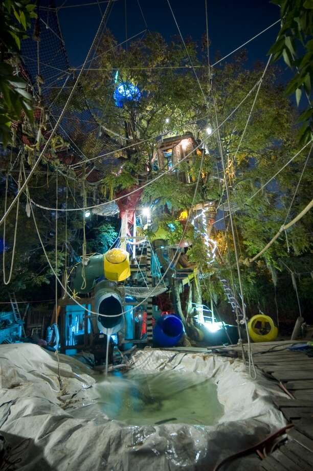 Treehouse at night. Photo via Atlas Obscura http://www.atlasobscura.com/places/the-new-orleans-treehouse