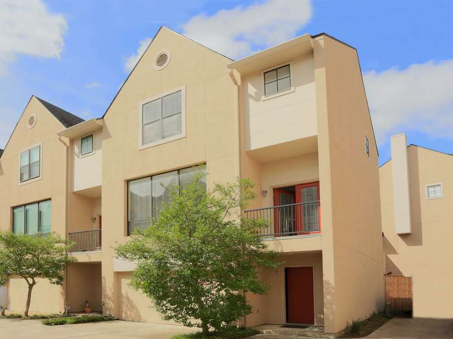 939 Colorado: This 2000 townhome has 2 bedrooms, 2 bathrooms, 2,056 square feet, and is listed for $299,500.