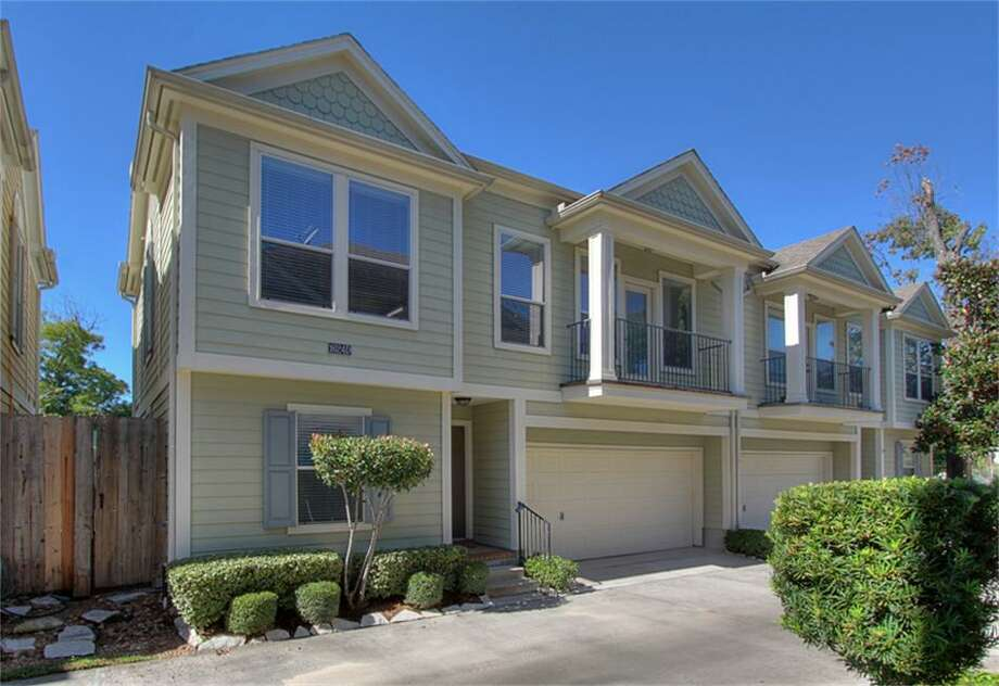 1624 25th: This 2004 townhome has 2-3 bedrooms, 2 bathrooms, 1,586 square feet, and is listed for $283,900.