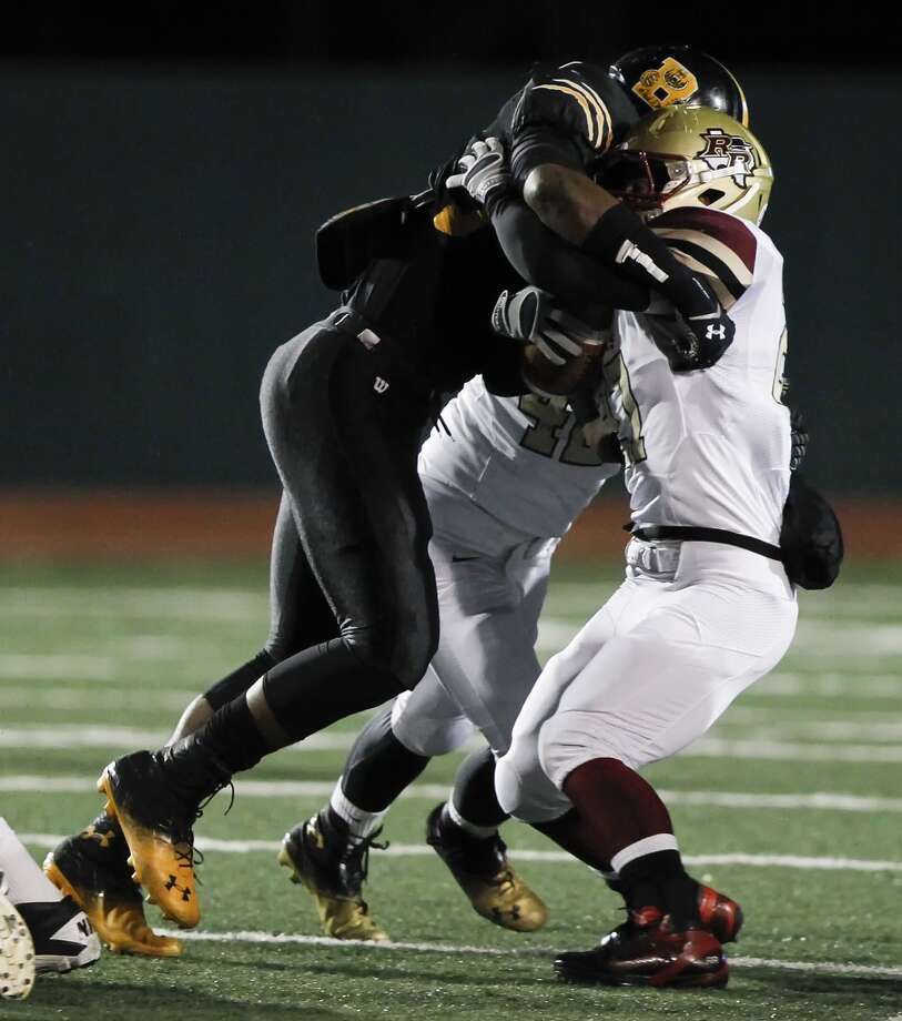 Action photo of the area's No. 1 recruit, Brennan's Derick Roberson (left). Photo: MARVIN PFEIFFER, San Antonio Express-News