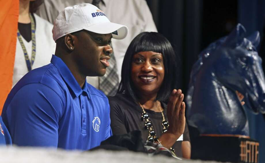 Kaleb Hill gets the approval of his mother Veronica Hill after signing during national signing day at Clemens High School in Schertz on February 5, 2014. Photo: TOM REEL