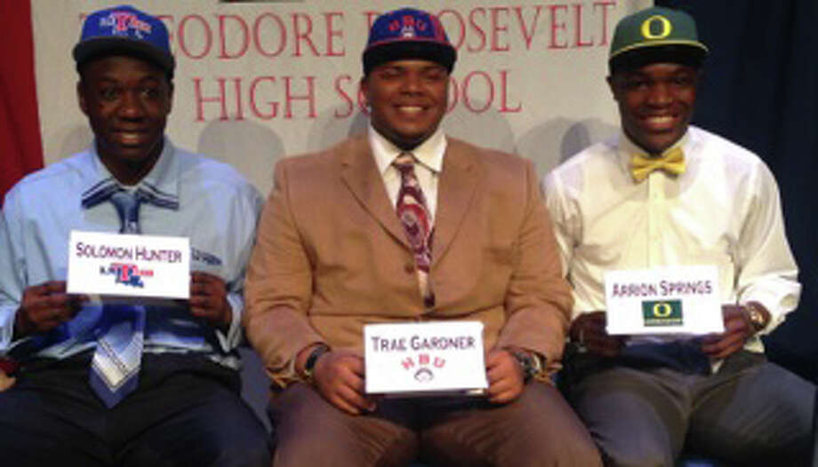 Roosevelt players who signed Feb. 5 (from left): Solomon Hunter - La Tech; Trae' Gardner- Houston Baptist ; Arrion Springs- Oregon. Photo: Courtesy Photo