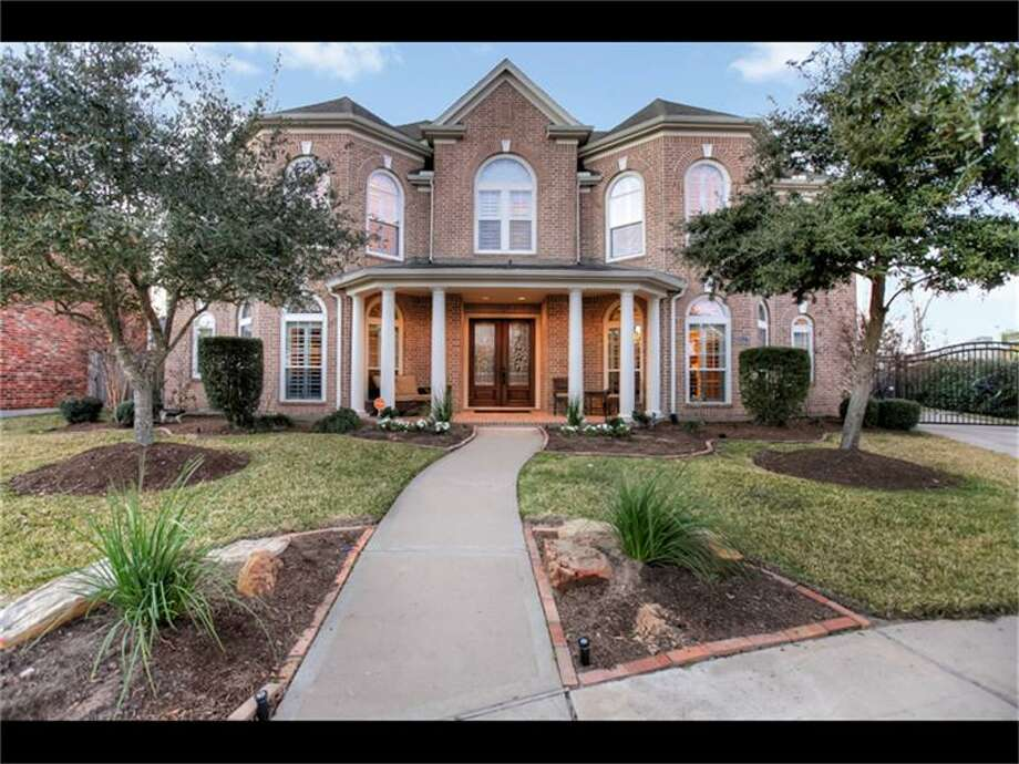 2827 Broken Arrow: This 2005 home has 5 bedrooms, 3 full and 3 half bathrooms, 5,756 square feet, and is listed for $625,000. Photo: Houston Association Of Realtors