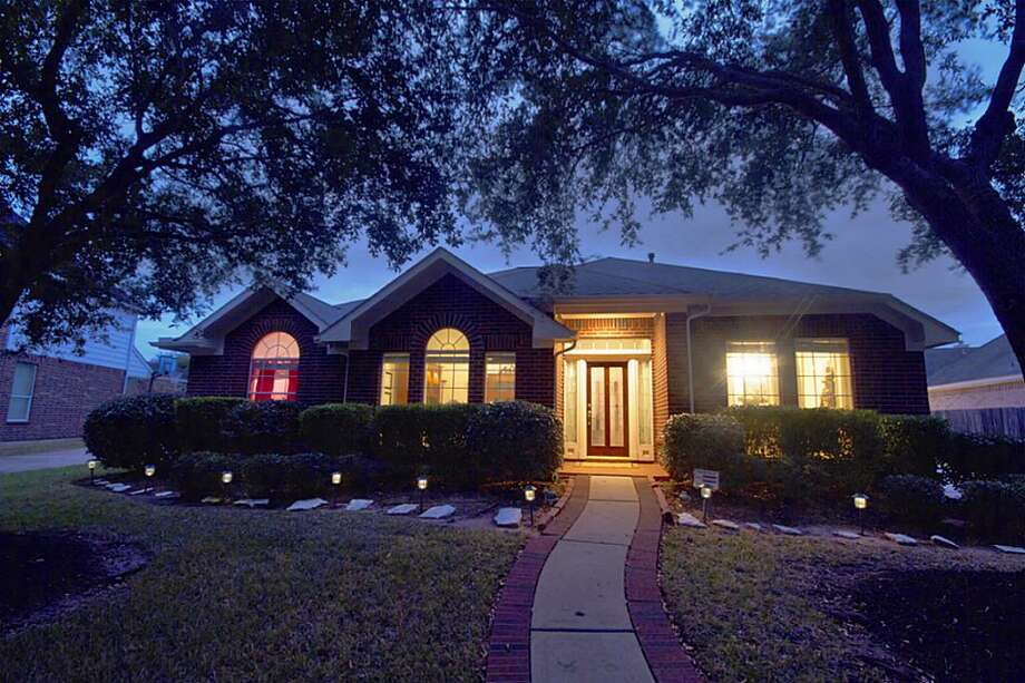 3414 Battle Creek: This 1999 home has 3 bedrooms, 2 bathrooms, 2,379 square feet, and is listed for $229,900. Photo: Houston Association Of Realtors