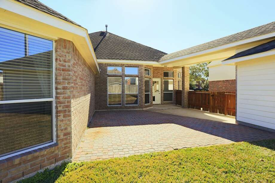 1506 Timber Creek: This 2002 home has 3 bedrooms, 2 bathrooms, 2,386 square feet, and is listed for $199,000. Photo: Houston Association Of Realtors