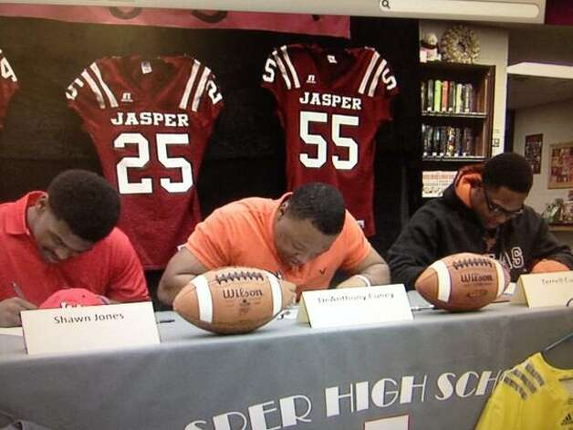 Jasper's Shawn Jones (Lamar), DeAnthony Cuney (Trinity Valley CC) and Terrell Cuney (Texas) officially sign with their respective schools on National Signing Day Photo: KBMT