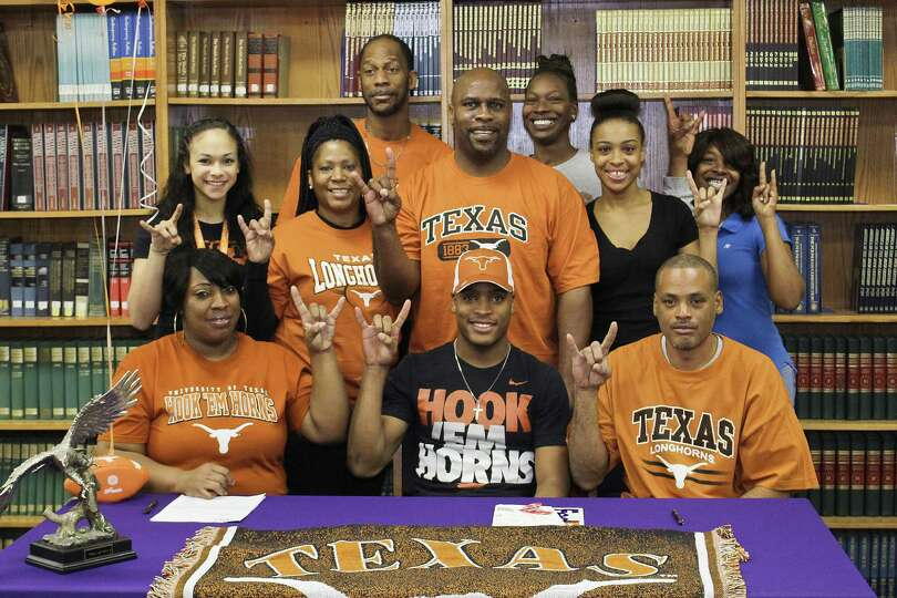 All-purpose back Kevin Shorter, of Newton, Texas, signs with the Texas Longhorns. Photo by Alison Ha