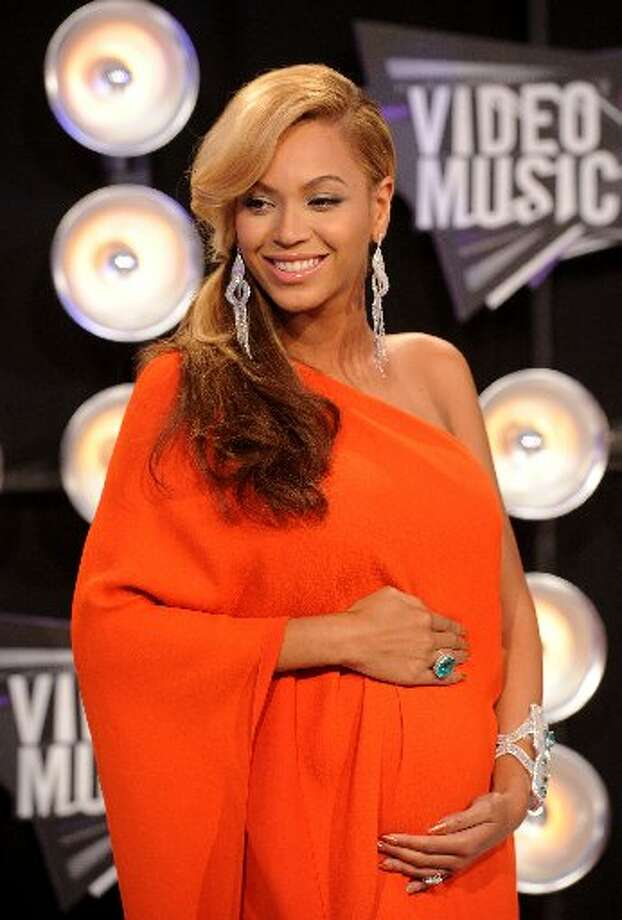 The entertainment world was all abuzz, and Twitter broke a record, when Beyoncé unveiled her pregnancy at the MTV Video Music Awards in August 2011.