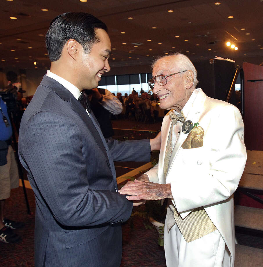 A reader praises Bill Sinkin, shown here as he was greeted by Mayor Julián Castro during his 100th birthday reception last year. Photo: Express-News File Photo / San Antonio Express-News