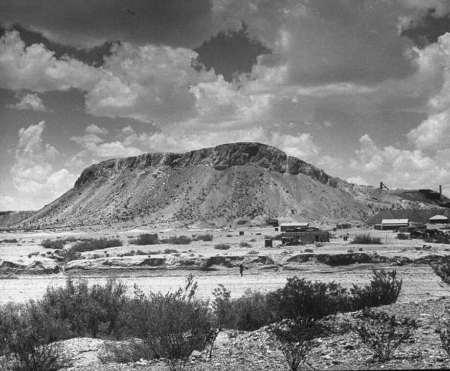 UNITED STATES - JANUARY 01:  Study Butte quicksilver mine near Terlingua.  (Photo by Alfred Eisenstaedt/Time & Life Pictures/Getty Images) Photo: Alfred Eisenstaedt, Time & Life Pictures/Getty Image / Time & Life Pictures/Getty Images