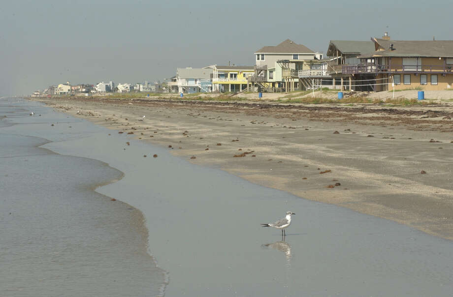 The National Flood Insurance Program disproportionately benefits the well-to-do, who tend to be more likely to buy beachfront property such as these houses along West Beach in Galveston. Photo: Steve Campbell, Staff Photographer / Houston Chronicle