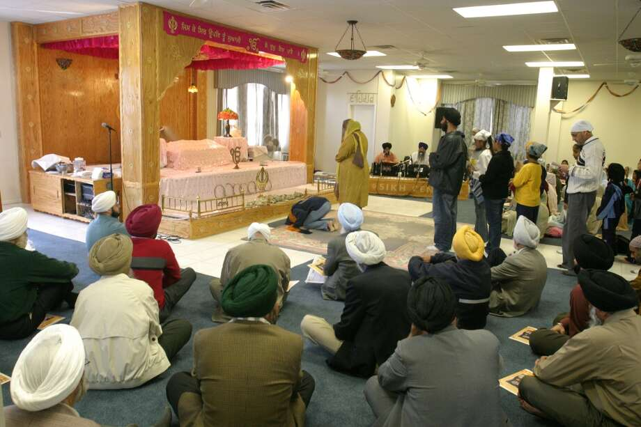 Sikhs come to worship at the Sikh Center of Houston. (Gary Fountain / Houston Chronicle) Photo: Gary Fountain, For The Chronicle