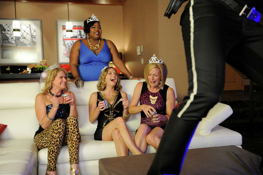"""Deez NUPs"" Episode 707 -- Pictured: (center l-r) Kristy Swanson as Marlowe, Cocoa Brown as Big Wendy, Maggie Lawson as Juliet O'Hara, Kirsten Nelson as Karen Vick. Photo: USA Network, USA Network/NBCU Photo Bank / 2013 USA Network Media, LLC"