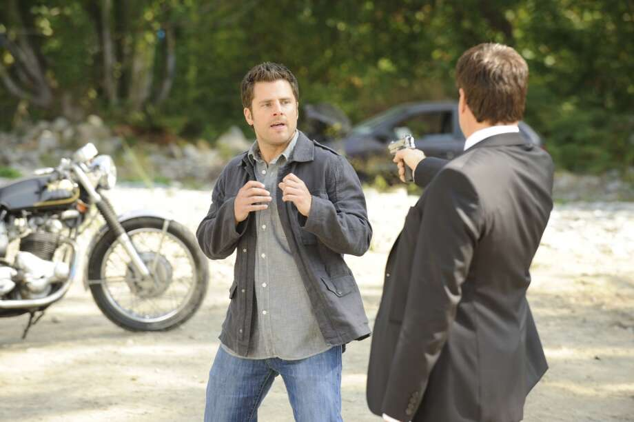 """A Very Juliet Episode"" Episode 4011 -- Pictured: (l-r) James Roday as Shawn Spencer, Craig Sheffer as Agent Waring. Photo: NBC, NBC Via Getty Images"