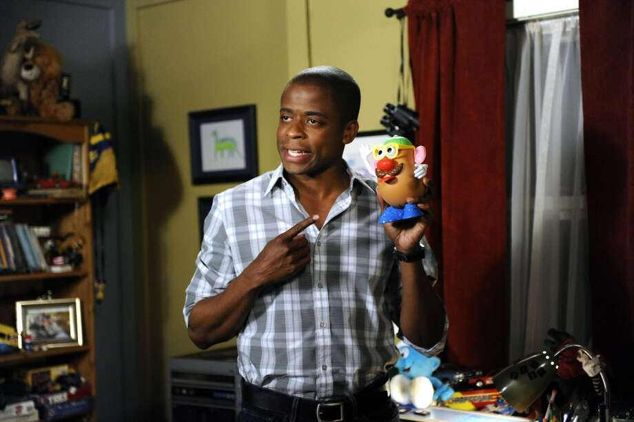 """YANG 3 IN 2D"" Episode #5013 -- Pictured: Dule Hill as Gus Guster. Photo: USA Network, USA Network Via Getty Images"