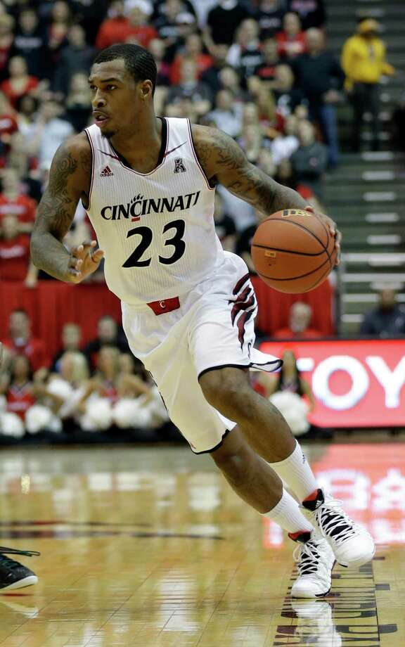 Cincinnati guard Sean Kilpatrick brings the ball up court in the first half of an NCAA college basketball game against South Florida, Sunday, Feb. 2, 2014, in Cincinnati. (AP Photo/Al Behrman) Photo: Al Behrman, Associated Press / Associated Press