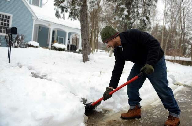 Snow scenes Wednesday, Feb. 5, 2014, in Ansonia, Conn. Photo: Autumn Driscoll / Connecticut Post