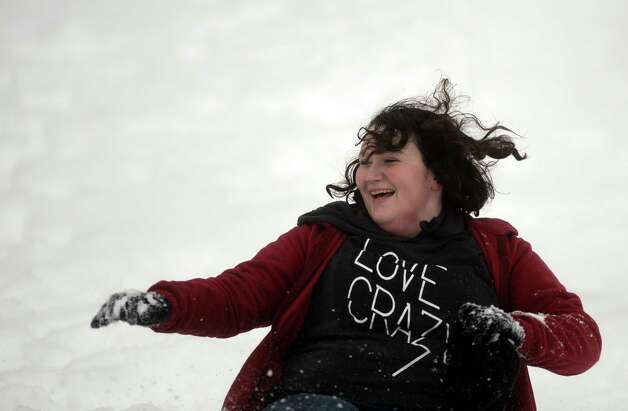 Snow scenes Wednesday, Feb. 5, 2014, in Derby, Conn. Photo: Autumn Driscoll / Connecticut Post