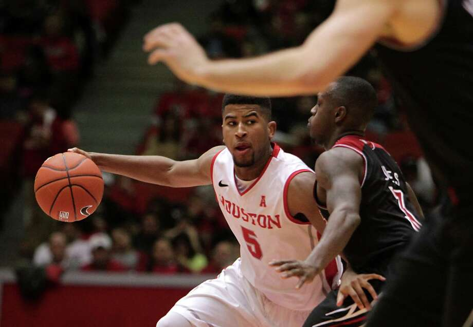 University of Houston guard L.J. Rose left, and Louisville guard Chris Jones right, during the second half of men's college basketball game action at U of H's Hofheinz Pavilion Wednesday, Feb. 5, 2014, in Houston. Photo: James Nielsen, Houston Chronicle / © 2013  Houston Chronicle