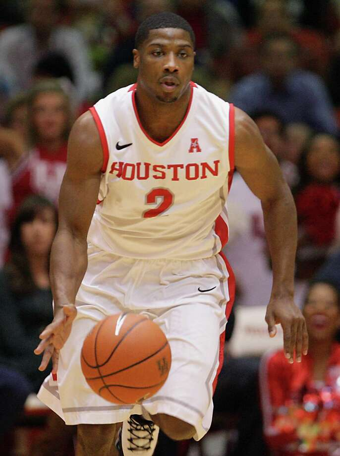 University of Houston guard Brandon Morris moves the down court against Louisville during the second half of men's college basketball game action at U of H's Hofheinz Pavilion Wednesday, Feb. 5, 2014, in Houston. Photo: James Nielsen, Houston Chronicle / © 2013  Houston Chronicle