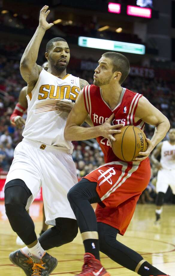 Rockets forward Chandler Parsons (25) drives to the basket against Suns forward Marcus Morris. Photo: Brett Coomer, Houston Chronicle