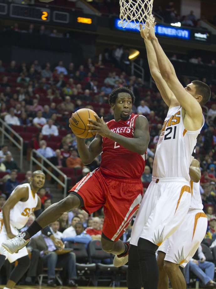 Rockets guard Patrick Beverly (2) looks to pass around Suns center Alex Len (21). Photo: Brett Coomer, Houston Chronicle