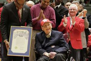 Legendary UH coach Guy V. Lewis dies - Photo