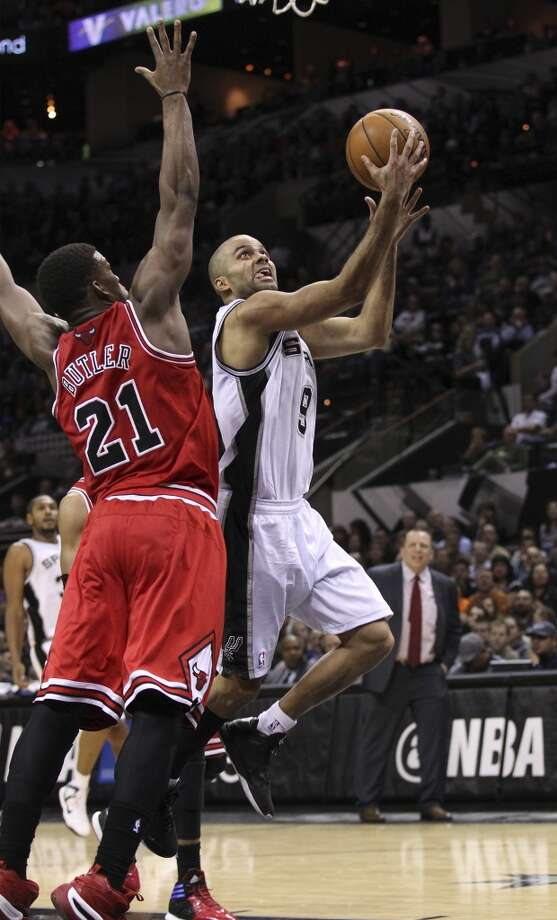 Spurs' Tony Parker (09) attempts a score against Chicago Bulls' Jimmy Butler (21) at the AT&T Center on Wednesday, Jan. 29, 2014. Spurs lose the Bulls, 86-96. Photo: Kin Man Hui, San Antonio Express-News