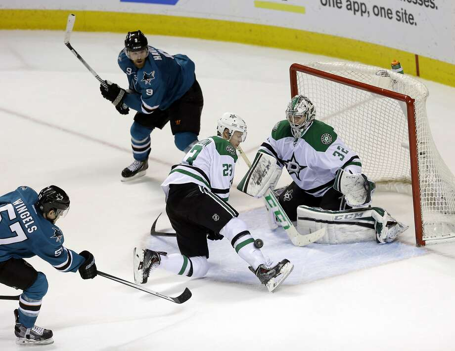 The Sharks' Tommy Wingels fires the game-winner past Dallas' Kevin Connauton (23) and Kari Lehtonen. Photo: Marcio Jose Sanchez, Associated Press