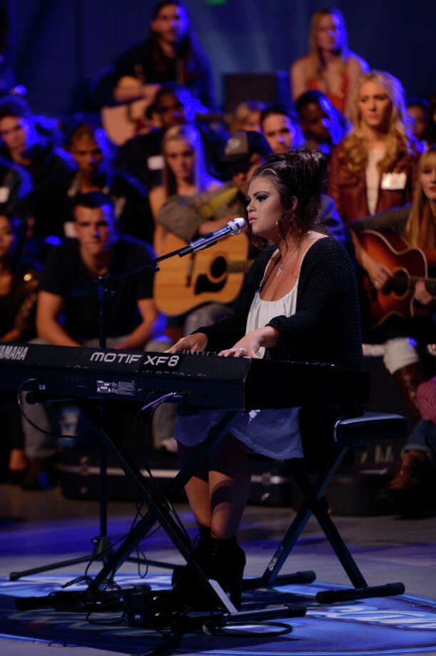 """AMERICAN IDOL XIII: Contestants compete in the all-new """"Hollywood or Home"""" episode of AMERICAN IDOL XIII airing Wednesday, Feb. 5 (8:00-10:00 PM ET/PT) on FOX. CR: Michael Becker / FOX. Copyright 2014 FOX BROADCASTING. / 1"""