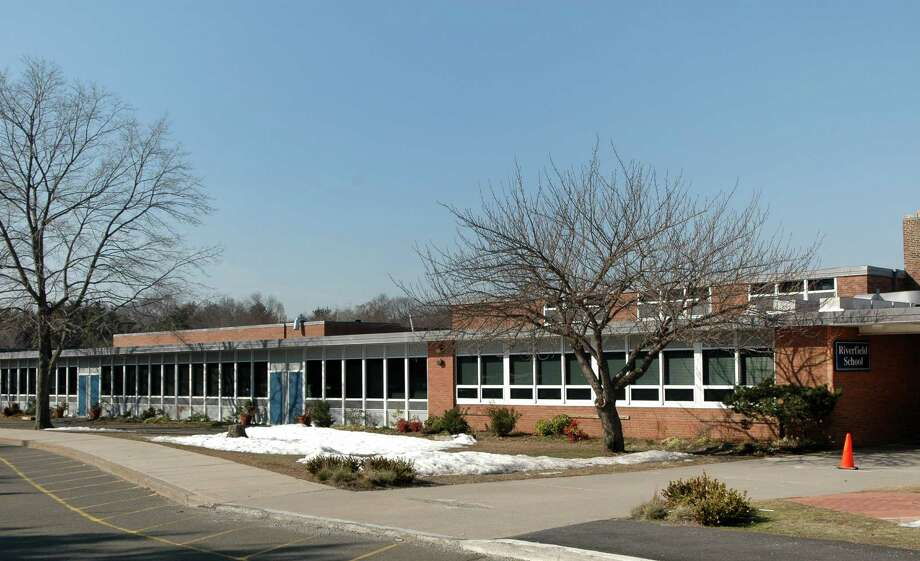 School officials hope renovations can begin this summer at Riverfield School. Photo: Cathy Zuraw, ST / Connecticut Post