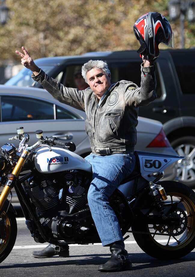 Talk show host Jay Leno gestures from his motorcycle as striking writers walk the picket line, 13 November 2007. Photo: ROBYN BECK, AFP/Getty Images