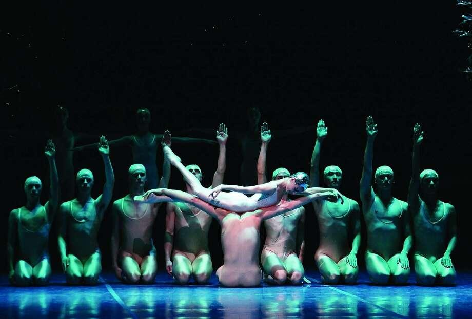 Hamburg Ballet in Neumeier's A Midsummer Night's Dream. Photo: Holger Badekow