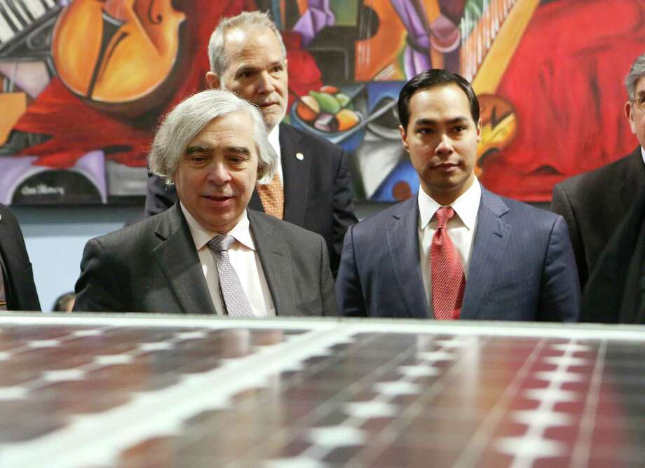 U.S. Energy Secretary Ernest Moniz, with San Antonio Mayor Julian Castro, spoke to high school students on Thursday about their solar car. Photo: Helen L. Montoya, Staff / ©2013 San Antonio Express-News