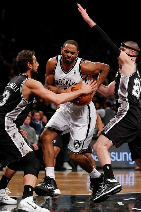 The Nets' Alan Anderson, right, scored 19 of his 22 points in the second half. Photo: Jason DeCrow, FRE / FR103966 AP