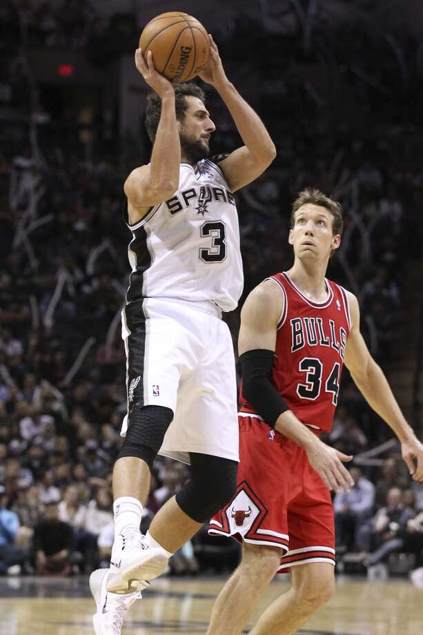 Spurs' Marco Belinelli (03) looks to pass against Chicago Bulls' Mike Dunleavy (34) at the AT&T Center on Wednesday, Jan. 29, 2014. Spurs lose the Bulls, 86-96. Photo: Kin Man Hui, San Antonio Express-News