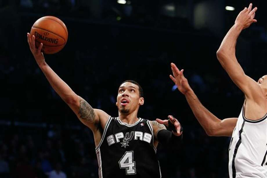 San Antonio Spurs' Danny Green (4) goes to the basket against Brooklyn Nets' Shaun Livingston, right, during the first half of an NBA basketball game on Thursday, Feb. 6, 2014, in New York. (AP Photo/Jason DeCrow) Photo: Jason DeCrow, AP / FR103966 AP