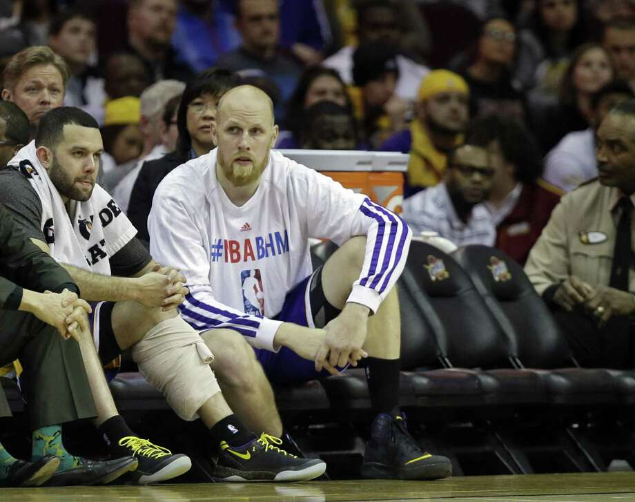 Wednesday, the Lakers lost guard Jordan Farmar (left) to leg cramps and center Chris Kaman fouled out. Photo: Mark Duncan / Associated Press / AP
