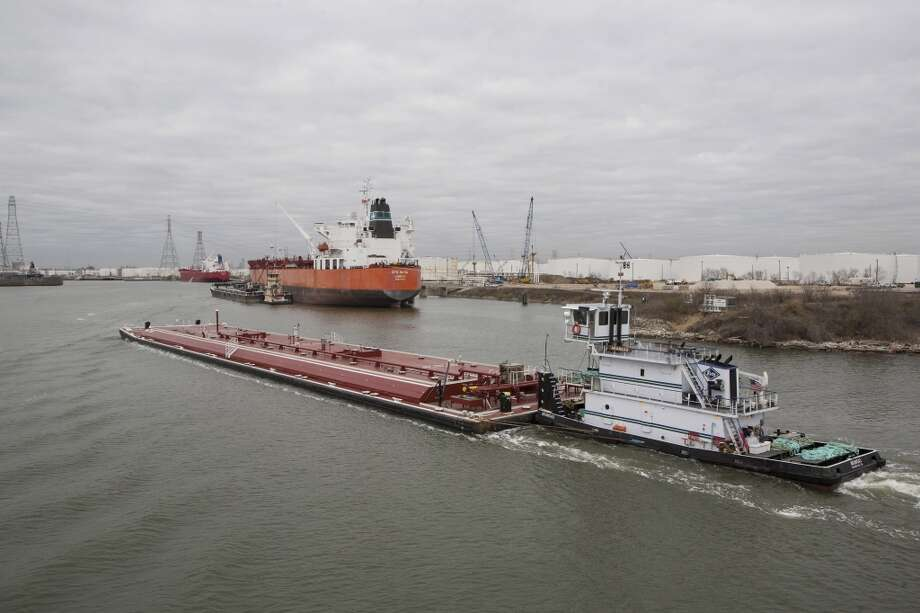 A towboat pushes a barge along the Houston Ship Channel in Houston, Texas, U.S., on Thursday, Jan. 30, 2014. As record oil and gas output floods the country with cheap and abundant energy and brings the U.S. closer to energy independence, the bulk of the fuels get squeezed through Houston, the country's largest export gateway and the core of its biggest refining region. Photo: Scott Dalton, Bloomberg