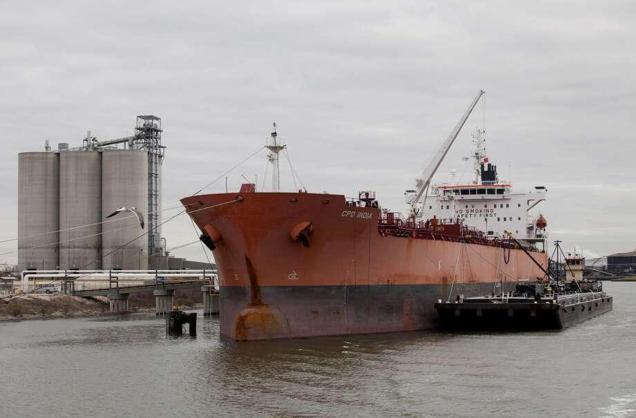 A ship sits docked along the Houston Ship Channel in Houston, Texas, U.S., on Thursday, Jan. 30, 2014. Photo: Scott Dalton, Bloomberg