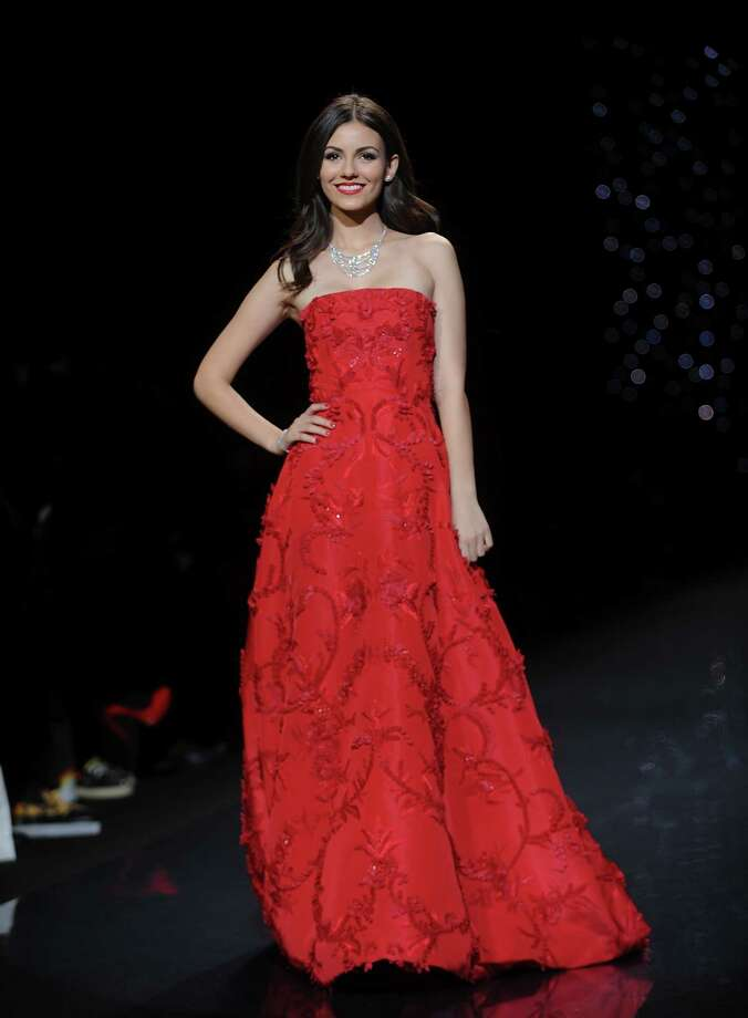 Actress Victoria Justice models an outfit. Photo: Brad Barket, Associated Press / AP2014