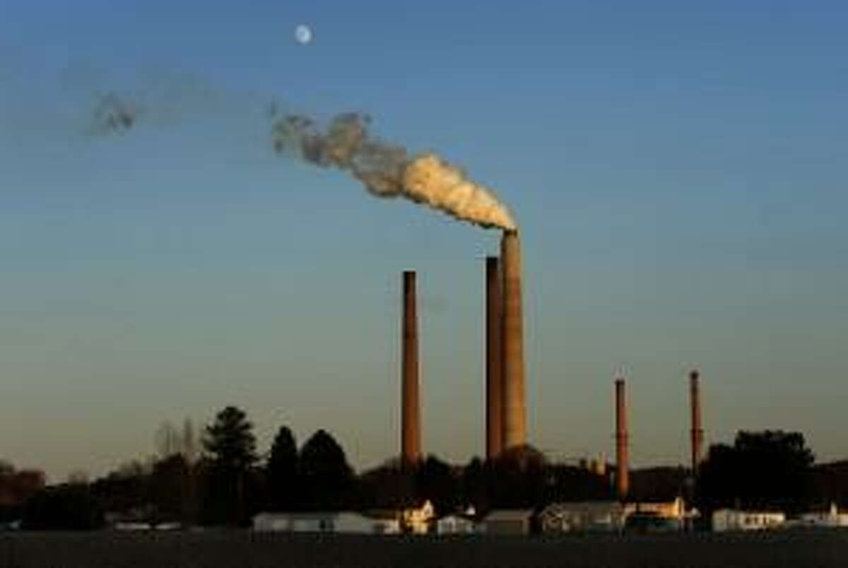 A coal-fired power plant:  The Trump administration would let states set lax standards to keep aging, pollutiong coal plants in operation.