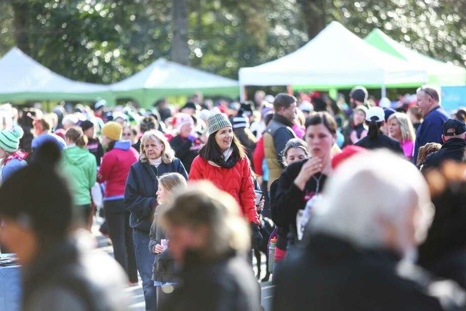 People pack into Green Lake Park during the Valentine's Day Dash. Photo: JOSHUA TRUJILLO, SEATTLEPI.COM / SEATTLEPI.COM
