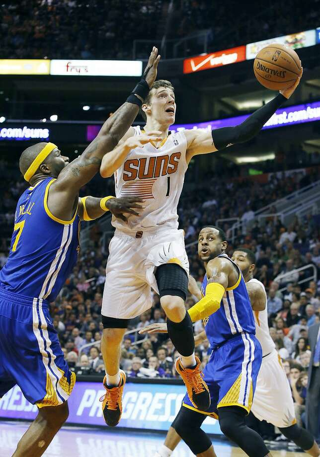 Suns guard Goran Dragic (career-high 34 points) drives past the Warriors' Jermaine O'Neal (7) to score in the second half. Photo: Ross D. Franklin, Associated Press