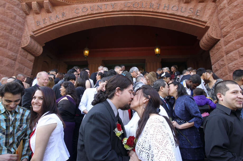 James and Karen Guerra (front, center) sealed their marriage with a kiss at the Bexar County Courthouse on Feb. 14, 2011. Photo: John Davenport / San Antonio Express-News / jdavenport@express-news.net