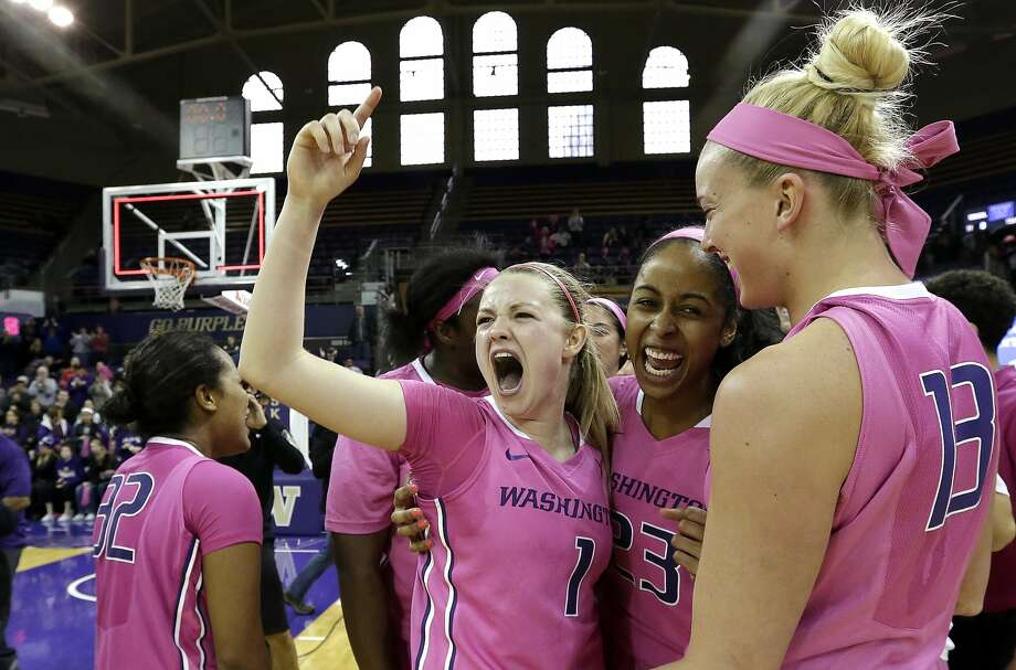 Washington's Mercedes Wetmore (1) leads teammates in celebrating after they beat Stanford. Photo: Elaine Thompson, Associated Press