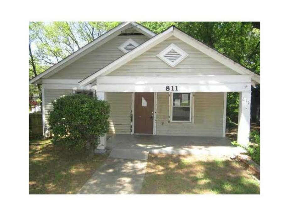 Flip alert: This 2 bed, 1 bath house in Atlanta recently listed for $35K more than it sold for 6 months ago. (Photos via RealtyTrac)