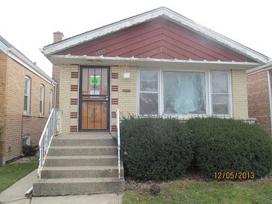"Chicago offers this 2 bed, 2 bath bank-owned property--  ""a great flipping opportunity"" listed for just $69K. (Photos via RealtyTrac)"