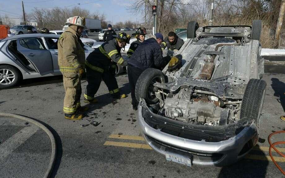 Crash closes Everett Road - Times Union